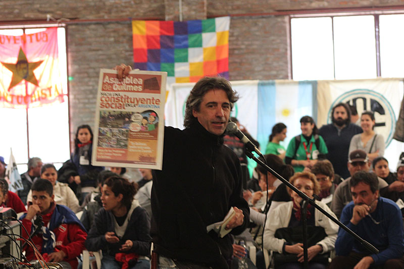 Eduardo Balán, coordinando la Asamblea