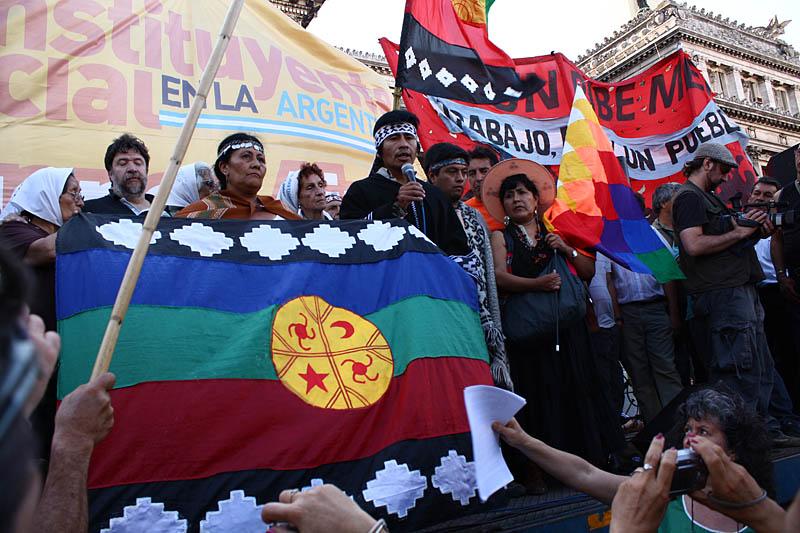 Representantes de pueblos originarios, compartieron el cierre del acto con las Madres.
