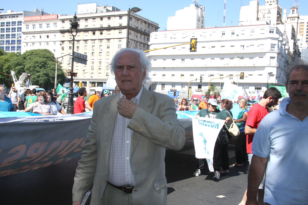 Pino Solanas en la marcha